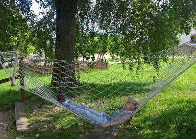 relaks-wakacje-mazury-lato-hamak