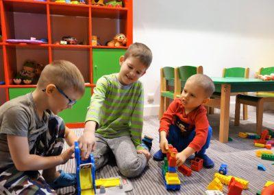 dzieci-bawialnia-wakacje-mazury-folwark-łękuk