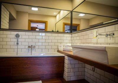 pokój-łazienka-hotel-mazury-folwark