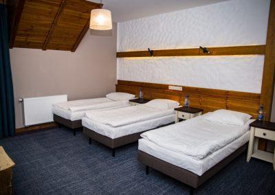 pokój-trzyosobowy-hotel-mazury-folwark