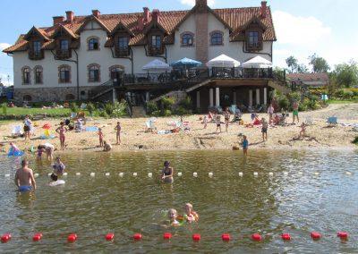 rodzina-wakacje-plaża-lato-mazury