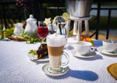 śniadanie-kawa-restauracja-picie-mazury
