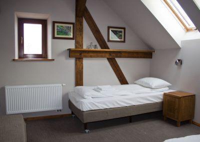 pokój-dwuosobowy-hotel-mazury-folwark