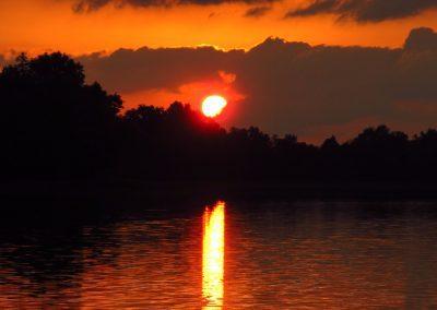 Zachód słońca nad jeziorem Łękuk przy Puszczy Boreckiej