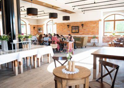Restauracja nad jeziorem z tarasem Styl rustykalny